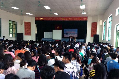 Gần 1000 đoàn viên, học sinh tham gia chương trình Tư vấn hướng nghiệp